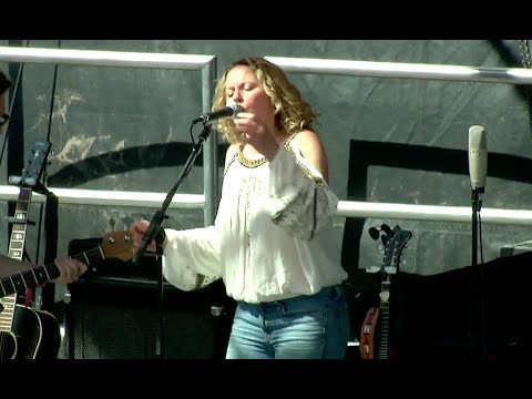 """Amy Helm & The Handsome Strangers - """"Meet Me In The Morning"""" - Mountain Jam 2015"""
