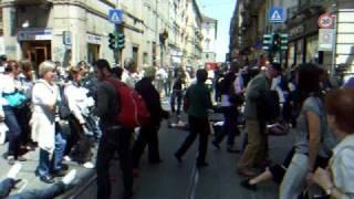 Flash mob via Garibaldi Collettivo di Lingue Torino.avi