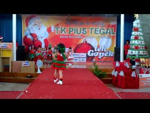 Fashion Show dan Bazaar Tema Baju NataL TK.PIUS Tegal 2013