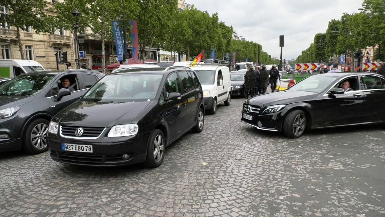 Les cheminots envahissent les Champs Élysées (12 juin 2018, Paris)