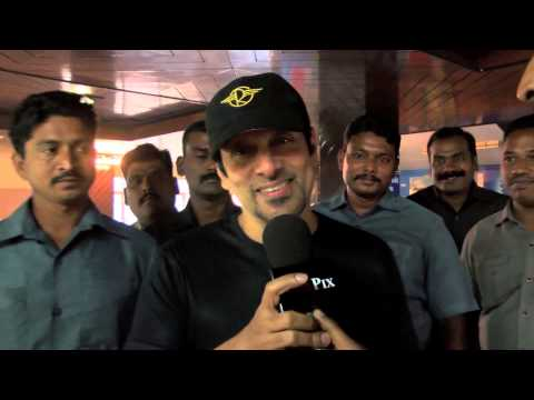 'I' movie First Day First Show - Vikram Talks About fans response at Kasi Theater