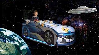 Марк летит в космос на кровати. Волшебство. Видео для детей.