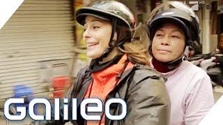 Hula-Warrior vs. Taxi in Hanoi: Wer gewinnt die Challenge?   Galileo   ProSieben