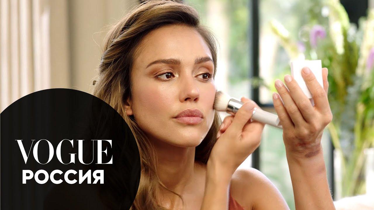 Джессика Альба показывает, как сделать макияж с эффектом загара при помощи бронзера | Vogue Россия