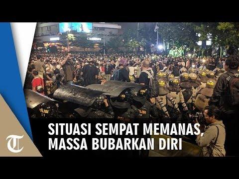 Sempat Memanas, Massa Aksi Demo Di Depan Bawaslu Bubarkan Diri