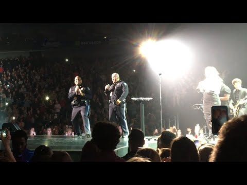 Chris - Kelly Clarkson Invites Police Officers Onstage to Sing & it's Fantastic!