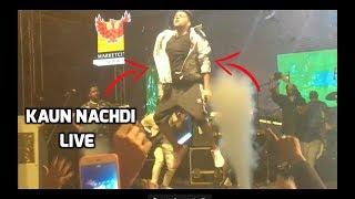 Kaun Nachdi x Raat Kamaal Hai Mashup Guru Randhawa Live