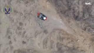 طيران الأمن ينتشل شخصين علقا في قمة جبل غربي المملكة