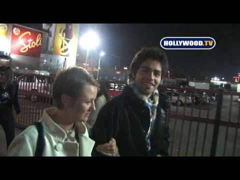 Adrian Grenier  Talks With Fans.