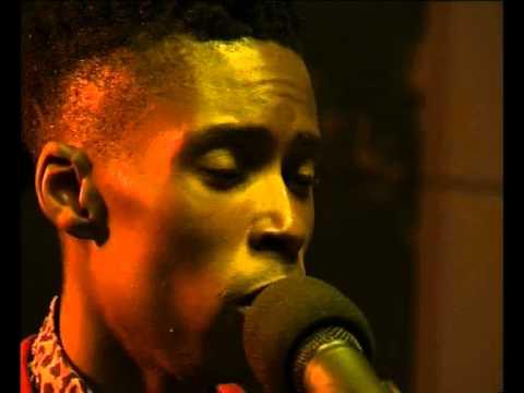 """Bongeziwe Mabandla performs """"Wandezanina"""" live on Expresso"""