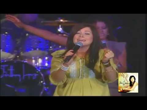 Digno y Santo Revelation Song Kari Jobe