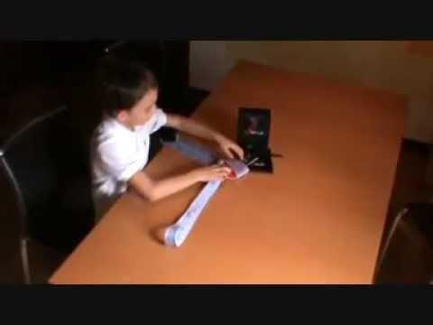 comment attacher une cravate le cravatier 4node youtube. Black Bedroom Furniture Sets. Home Design Ideas