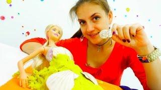 Видео для девочек: Куклы Барби собираются на пляж. Лучшее видео для детей лета 2016(Лучшие игры Барби и видео для девочек лета 2016. У куклы Барби лето круглый год! Поэтому Барби решила сходить..., 2016-09-15T11:32:44.000Z)