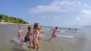La playa en el Camping Las Palmeras (Tarragona)