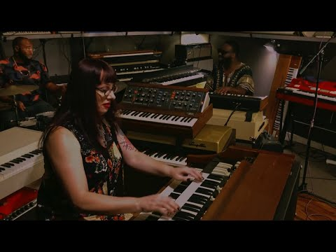 "Lisa Bella Donna Trio ""California"" Live at Custom Vintage Keyboards"