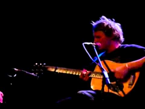 Ben Howard performs new track Nica Libres At Dusk live on ...