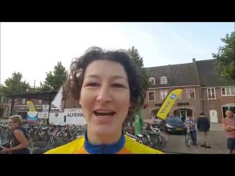 Voek vrouwen fietsen voor hospice tocht