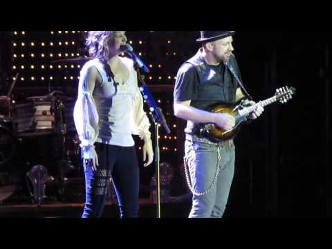 Sugarland - Already Gone (Clip) - The Incredible Machine Tour (5/15/11)
