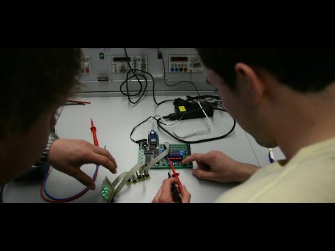 Ile zarabia technik mechatronik, a ile inżynier? Wynagrodzenia w zawodzie | Aktualności 360