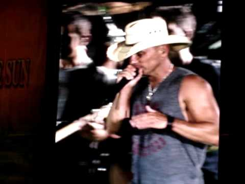 Kenny Chesney Tim McGraw She Think's my Tractor's Sexy LIVE