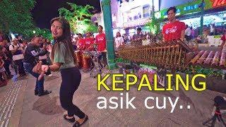 Download lagu KEPALING - Musik Angklung Carehal Jogja Emang Mantap & Penari Cantik (Angklung Malioboro)