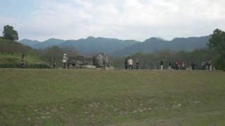 石舞台古墳(いしぶたいこふん)は、奈良県明日香村にある古墳時代後期...