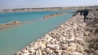 شاهد أول جسر بقناة السويس الجديدة بعد تدبيشه بمنطقة الكيلو 76