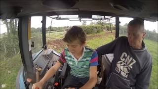 Moving Cattle and Creep Feeder New Holland 7740