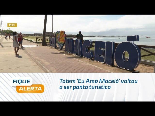 Totem 'Eu Amo Maceió' voltou a ser ponto turístico na orla de Ponta Verde