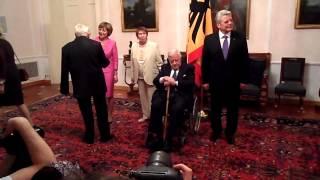 Helmut Schmidt bei Bundespräsident Gauck