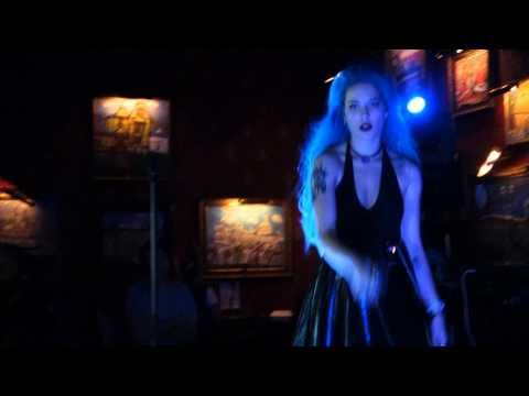 Halsey - Empty Gold (LIVE)
