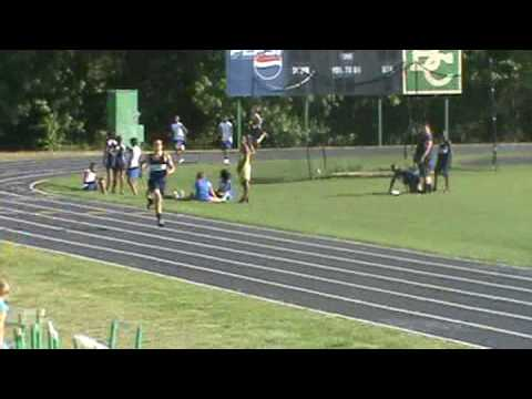 tyler bray runs the 400 meter in the division championship