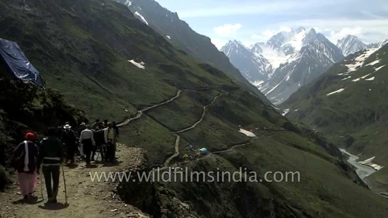 Indian Pilgrims Trek Near Dhomail - Amarnath Yatra In -7378