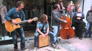 Lagerfeuer-Trio in der Aachener City