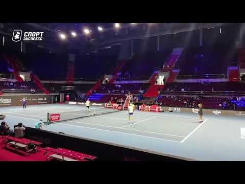 Дзюба сыграл в теннис против Медведева в Санкт-Петербурге
