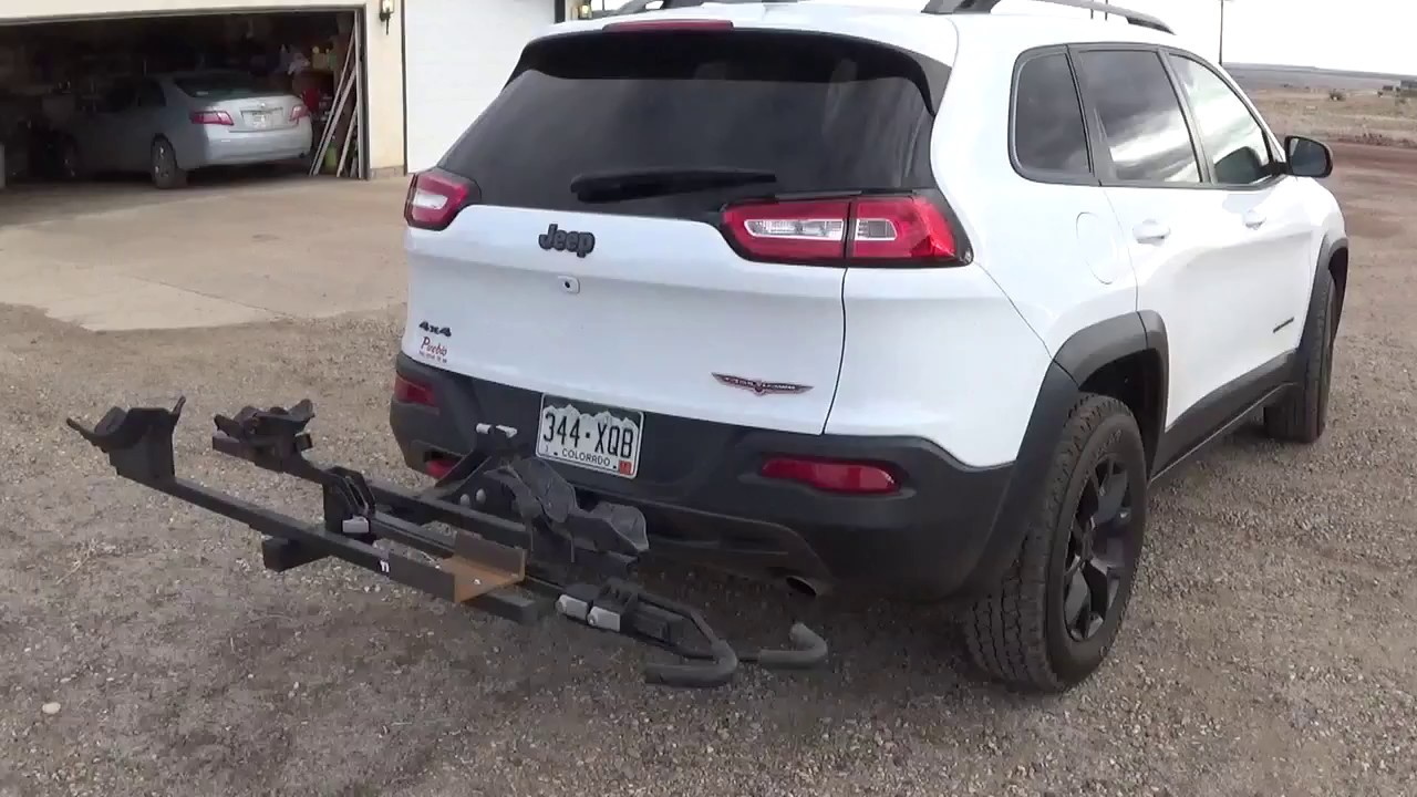 Jeep Cherokee Trailhawk With Thule Doubletrack Rack