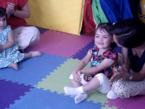 Hola canci n infantil funnycat tv for Cancion infantil hola jardin