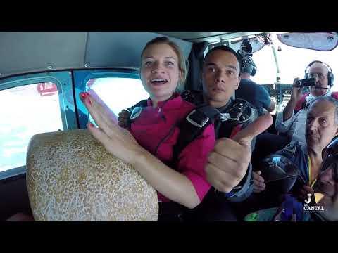 Saut en parachute avec l'aop Cantal