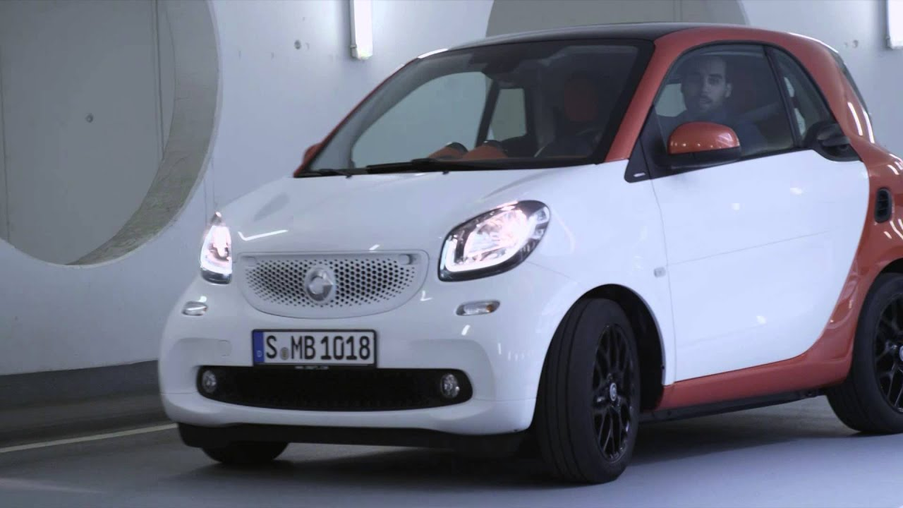 2017 Smart Fortwo In White Driving Beauty Footage