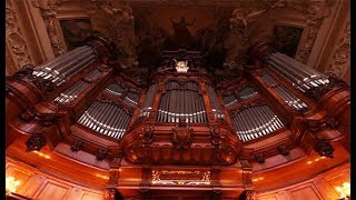 XAVER VARNUS PLAYS BACH'S TOCCATA & FUGUE IN THE BERLINER DOM