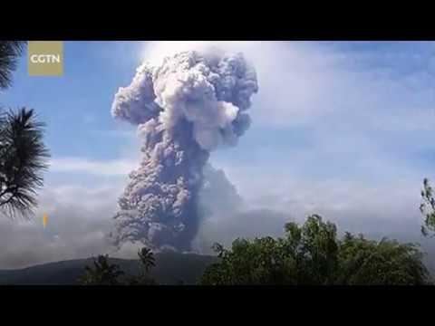 В Индонезии произошло извержение вулкана Сопутан