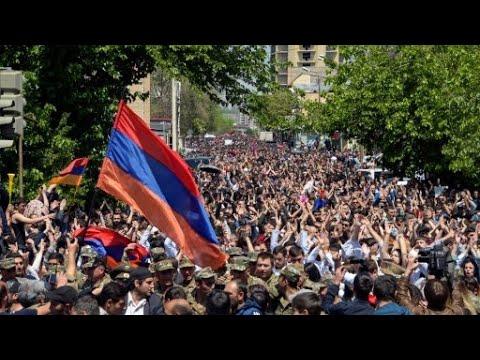 الآلاف يتظاهرون في أرمينيا مع استمرار الأزمة السياسية  - 17:22-2018 / 4 / 25