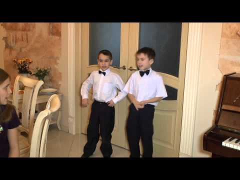 Артем и Аркадий поют частушки для мам на праздник 8-е Марта