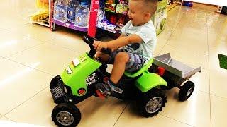 Рома играет в Магазине Игрушек выбирает новый Трек Хот Вилс, Идем на Стрижку