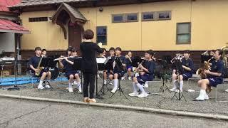 飯野町 健康まつりにて 飯野中学校の演奏「津軽海峡・冬景色」