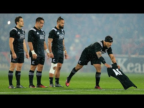 Maori All Blacks pay tribute to Anthony Foley during Haka
