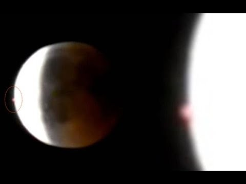 nouvel ordre mondial | Strange Red Light Captured During Blood Moon Lunar Eclipse. 27 July 2018