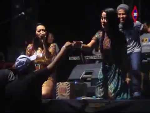 CINTA BERAWAN - Rena KDI ft Alvi Damayanti MONATA Tasik Agung Rembang 2014