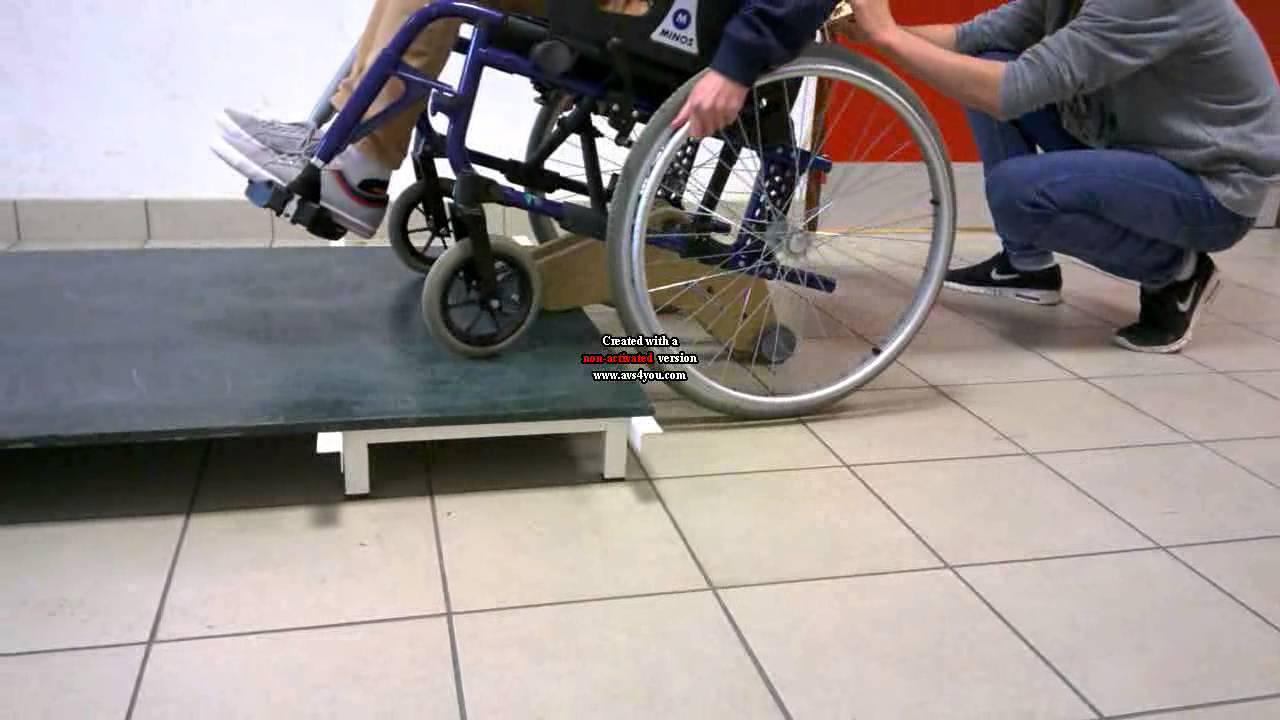 Fauteuil roulant monte trottoir youtube - Fauteuil roulant chenille ...
