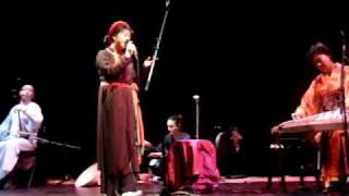 """HƯƠNG THANH interpreted a Vietnamese folksong """"HOA THƠM BƯỚM LƯỢN"""""""